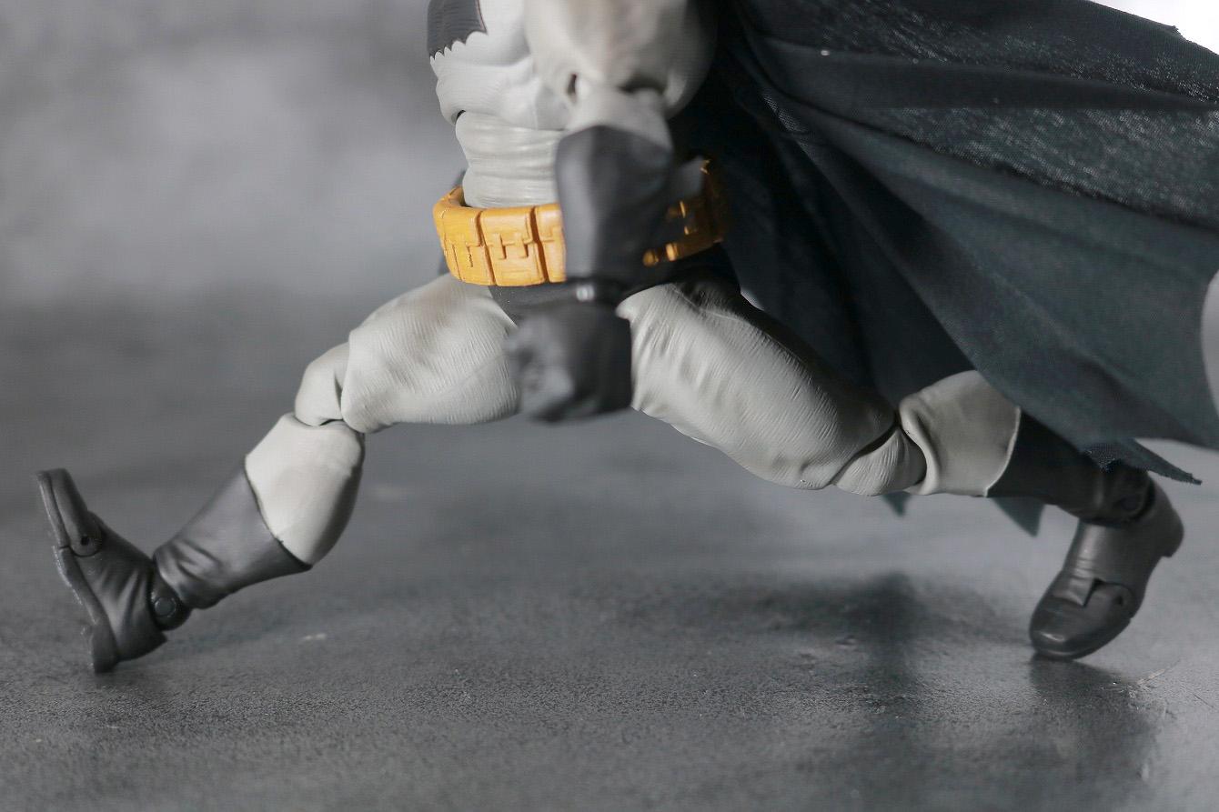 MAFEX バットマン(The Dark Knight Returns) レビュー 可動範囲 開脚