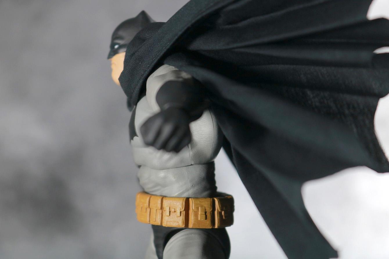 MAFEX バットマン(The Dark Knight Returns) レビュー 可動範囲 腰後ろ可動