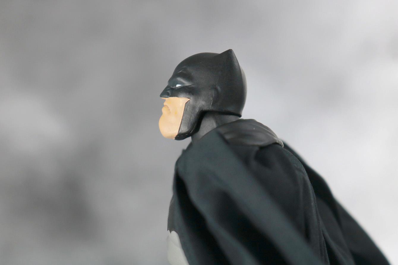 MAFEX バットマン(The Dark Knight Returns) レビュー 可動範囲 首上可動