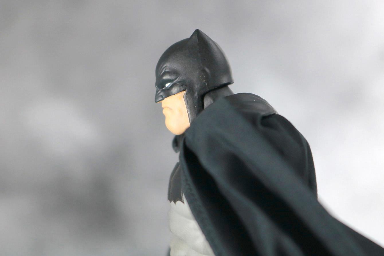 MAFEX バットマン(The Dark Knight Returns) レビュー 可動範囲 首下可動