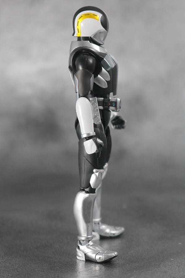 S.H.フィギュアーツ 仮面ライダー電王 プラットフォーム 真骨彫製法 レビュー 本体