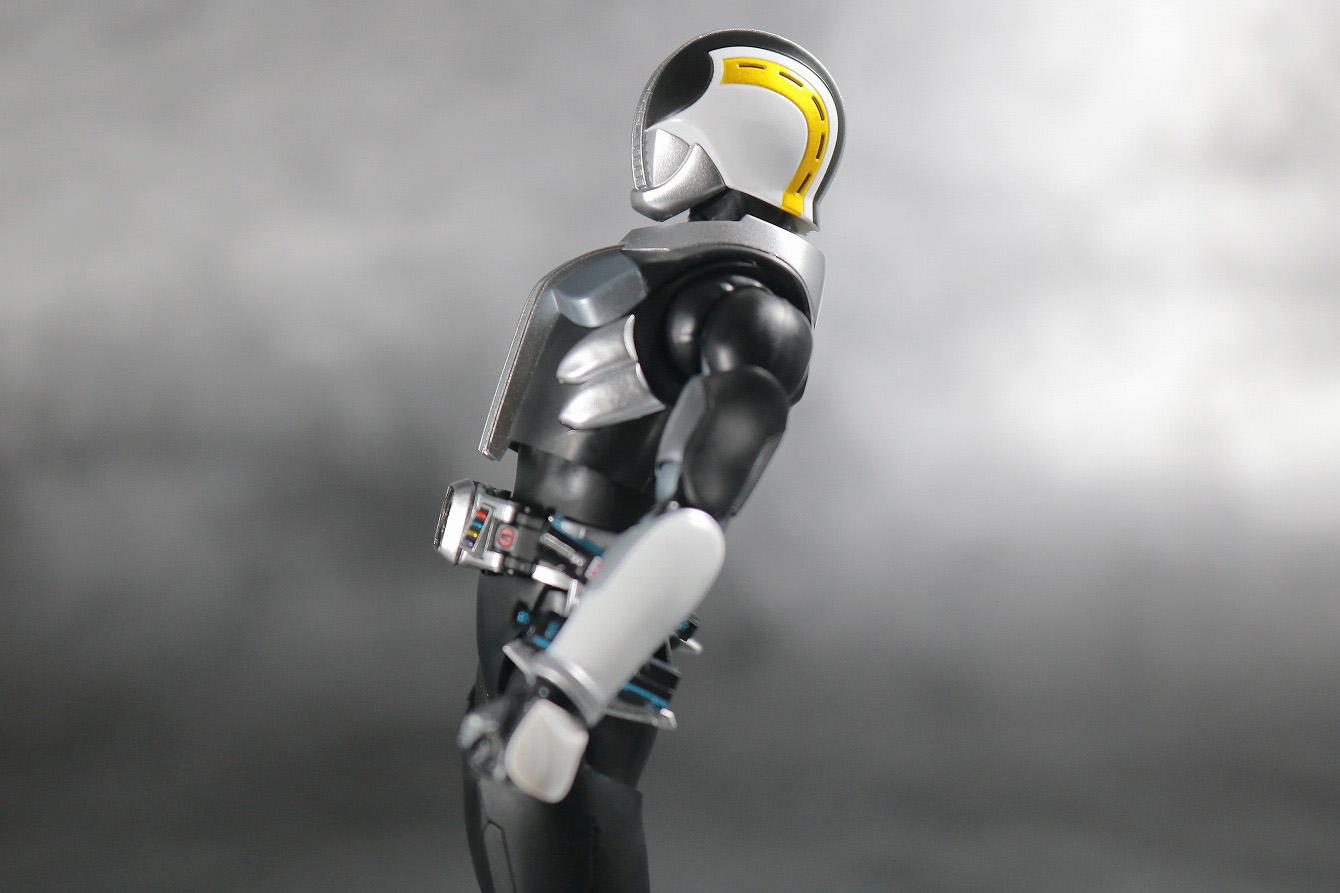 S.H.フィギュアーツ 仮面ライダー電王 プラットフォーム 真骨彫製法 レビュー 可動範囲 腰前可動
