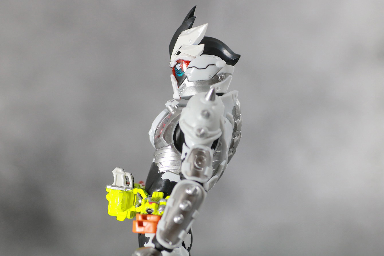 S.H.フィギュアーツ 仮面ライダーゲンム ゾンビアクションゲーマー レベルX-0 レビュー 可動範囲 腰後ろ可動