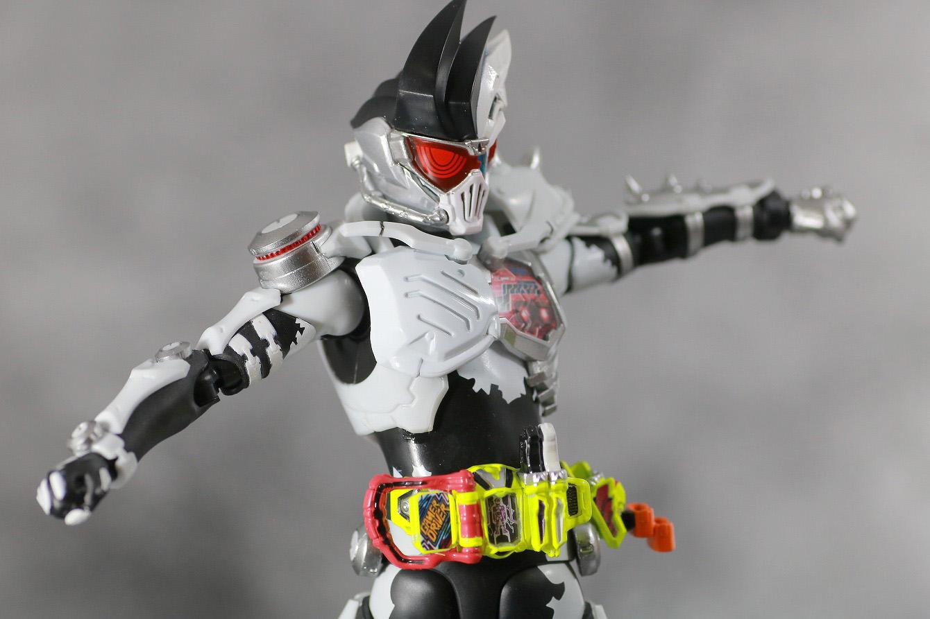 S.H.フィギュアーツ 仮面ライダーゲンム ゾンビアクションゲーマー レベルX-0 レビュー 可動範囲 腰回転