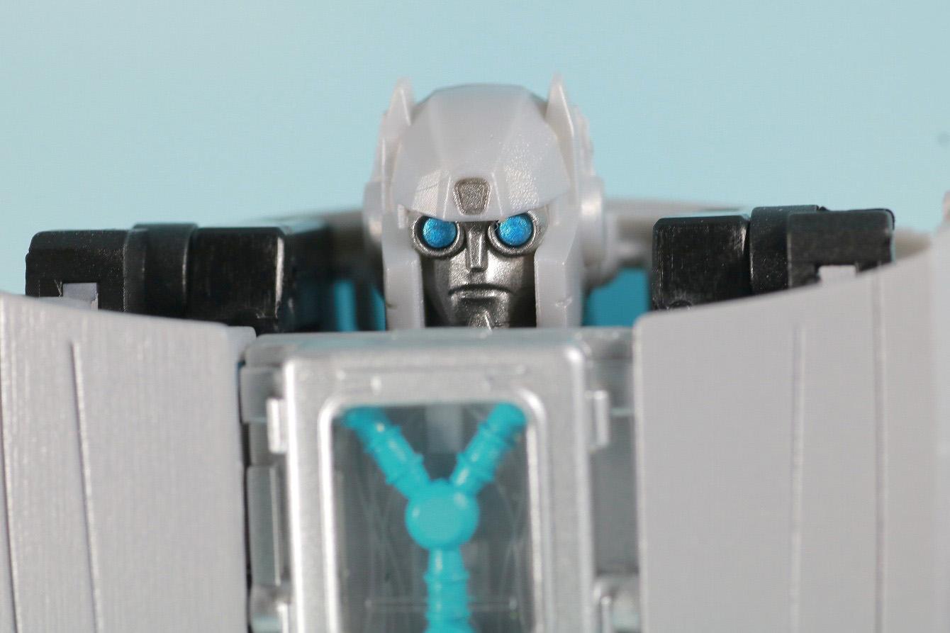 トランスフォーマー ギガワット デロリアン レビュー ロボットモード 本体
