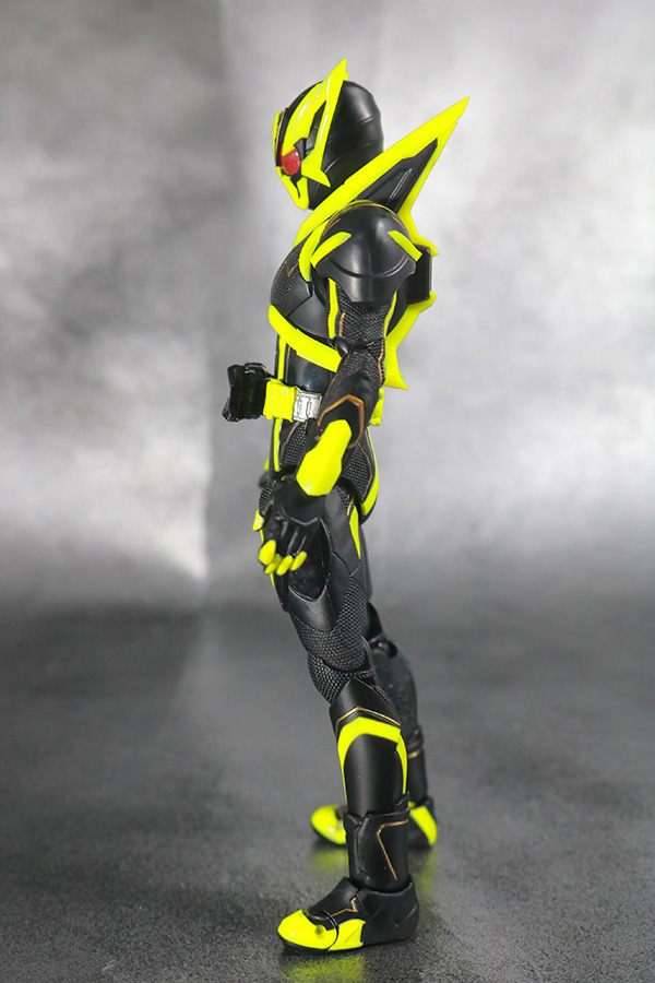 S.H.フィギュアーツ 仮面ライダーゼロワン シャイニングホッパー レビュー 本体