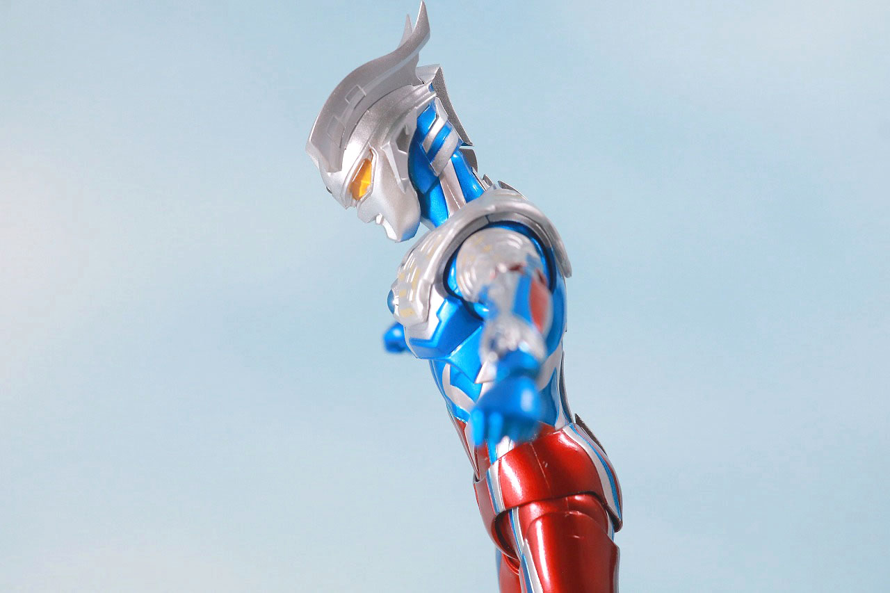 S.H.フィギュアーツ ウルトラマンゼロ 10th Anniversary スペシャルカラーVer. レビュー 可動範囲