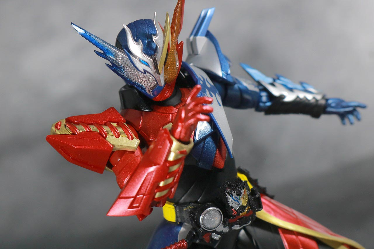 S.H.フィギュアーツ 仮面ライダービルド クローズビルドフォーム レビュー アクション