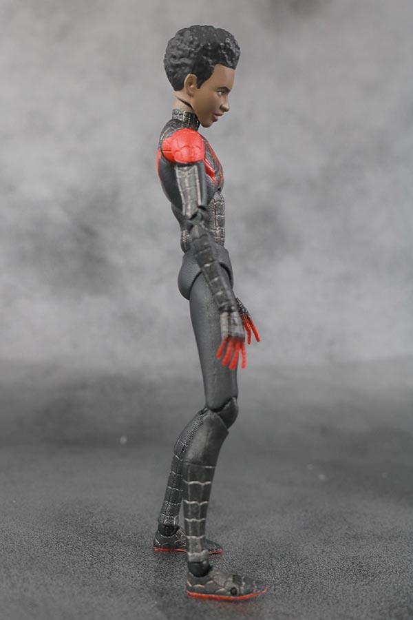 MAFEX スパイダーマン マイルス・モラレス スパイダーバース レビュー 本体