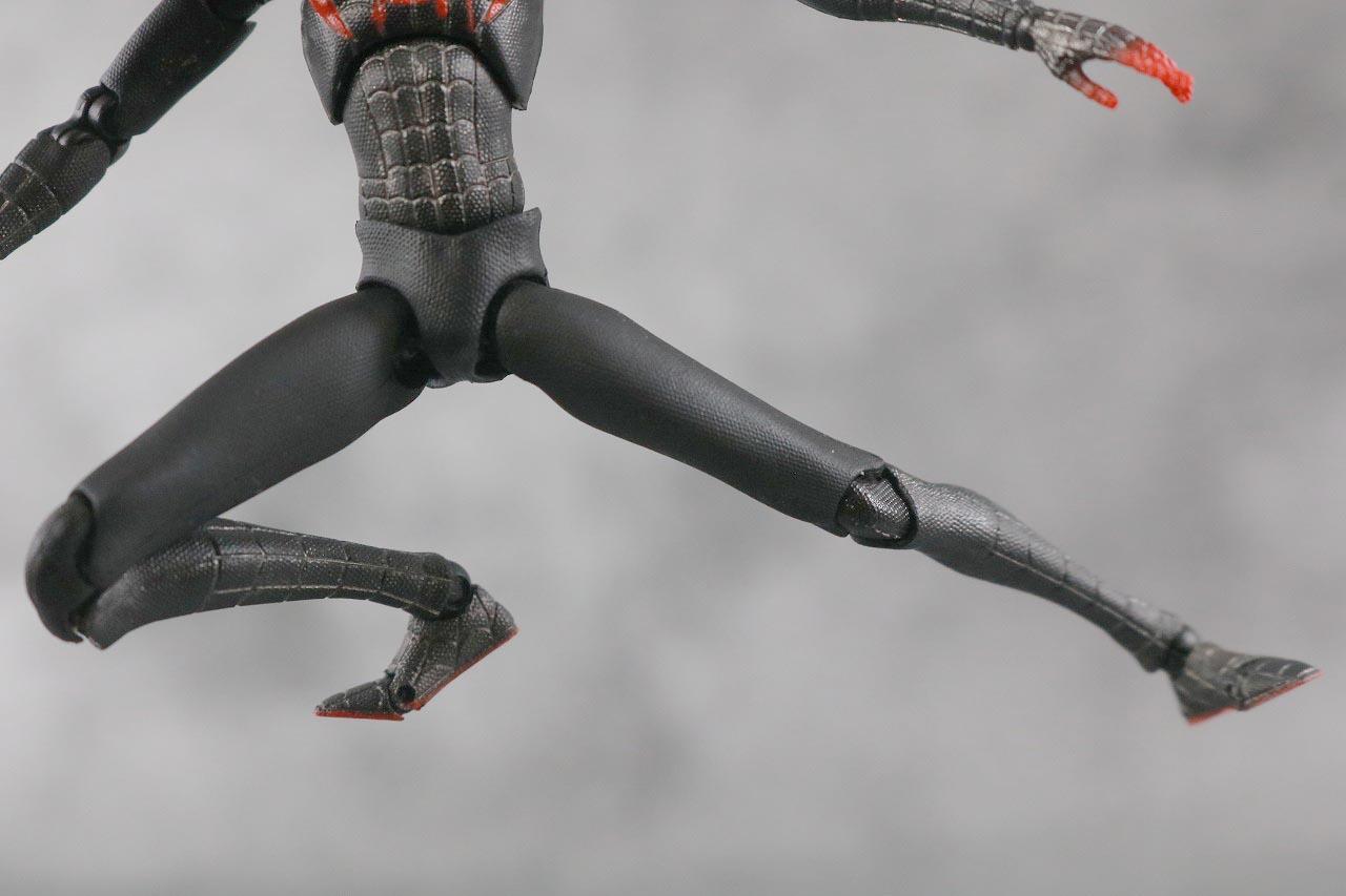 MAFEX スパイダーマン マイルス・モラレス スパイダーバース レビュー 可動範囲