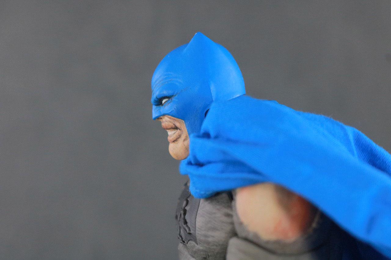 MAFEX バットマン TDKR:The Dark Knight Triumphant レビュー 可動範囲