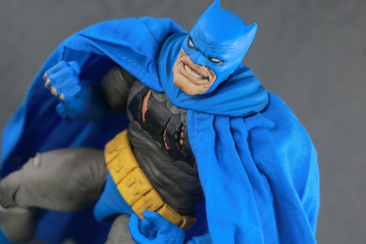 MAFEX バットマン TDKR:The Dark Knight Triumphant レビュー アクション