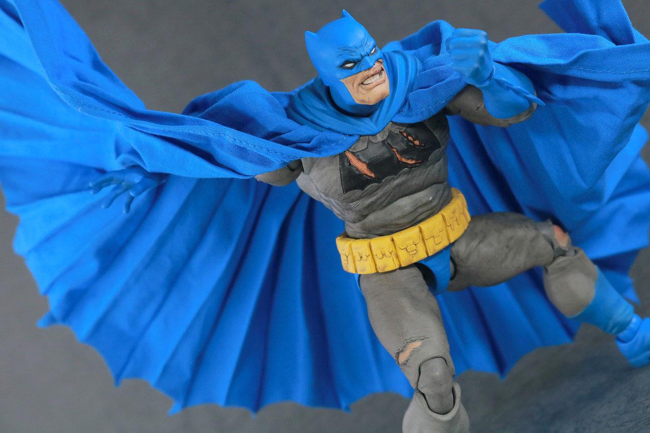 MAFEX バットマン(TDKR:The Dark Knight Triumphant) レビュー