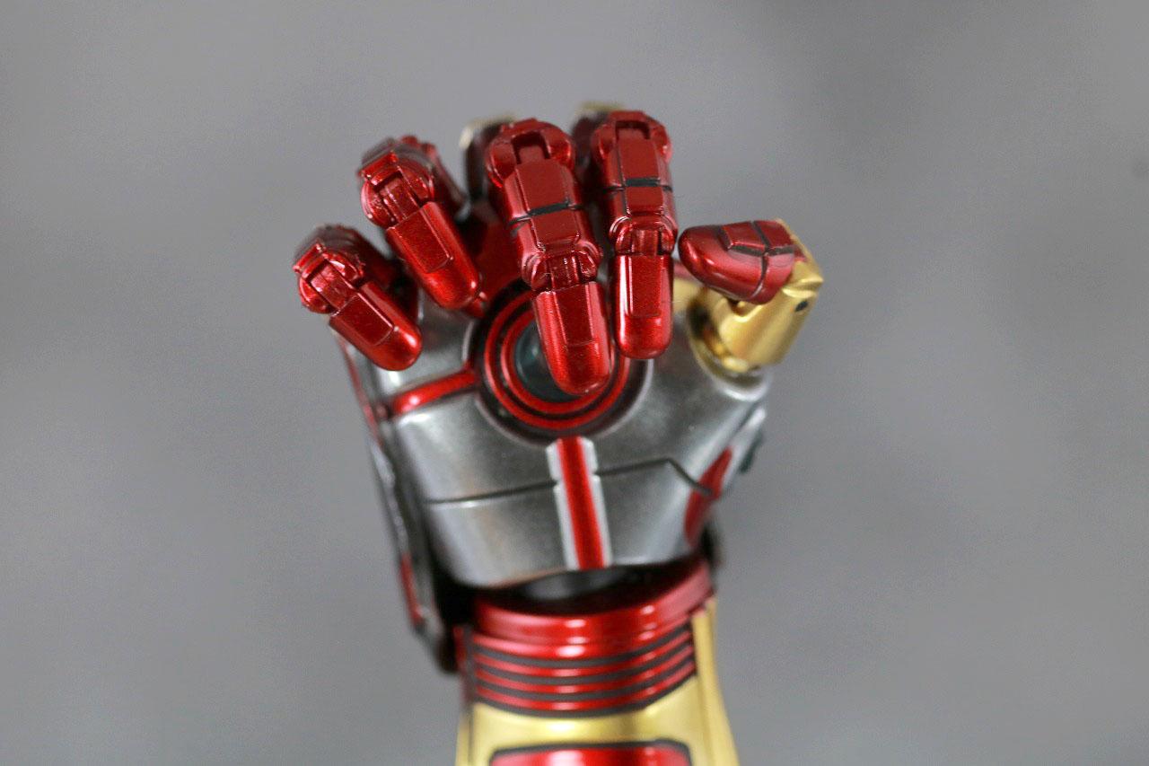 ホットトイズ ムービー・マスターピース アイアンマン マーク85 レビュー 付属品 ナノガントレット