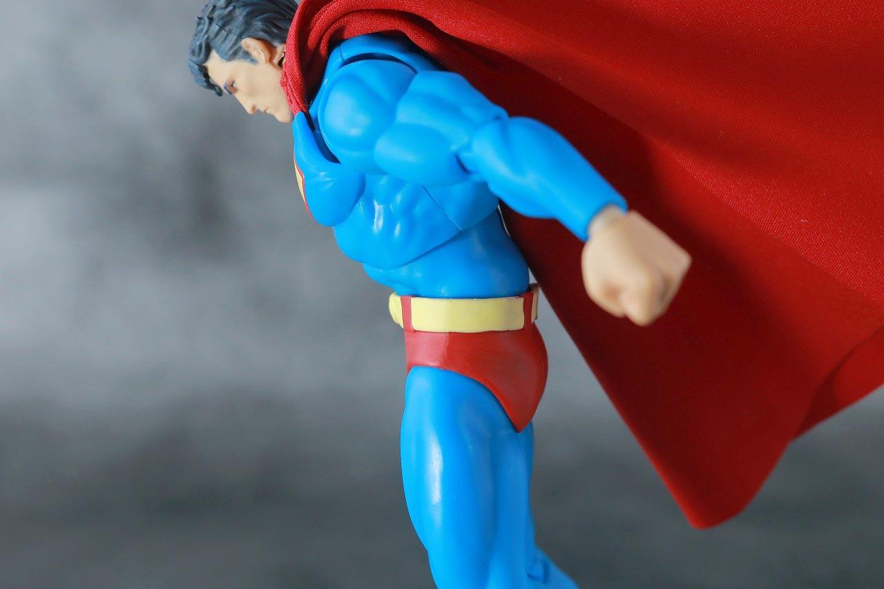 MAFEX スーパーマン Batman:HUSH Ver. レビュー 可動範囲