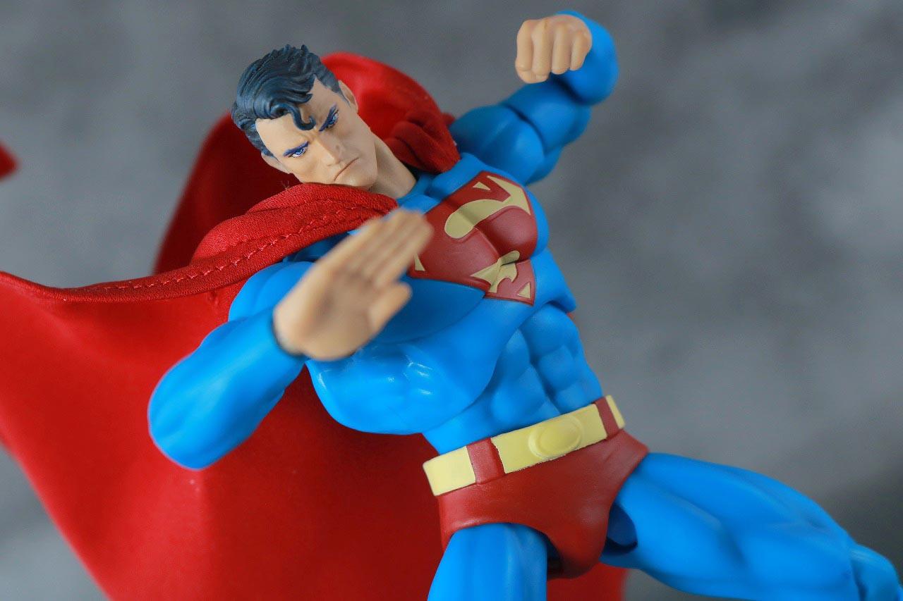 MAFEX スーパーマン Batman:HUSH Ver. レビュー アクション