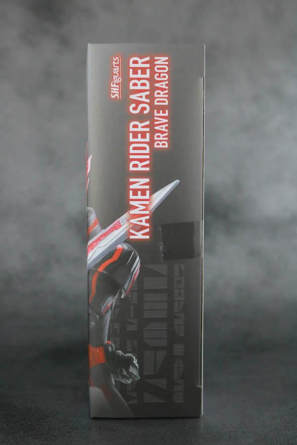 S.H.フィギュアーツ 仮面ライダーセイバー ブレイブドラゴン レビュー パッケージ