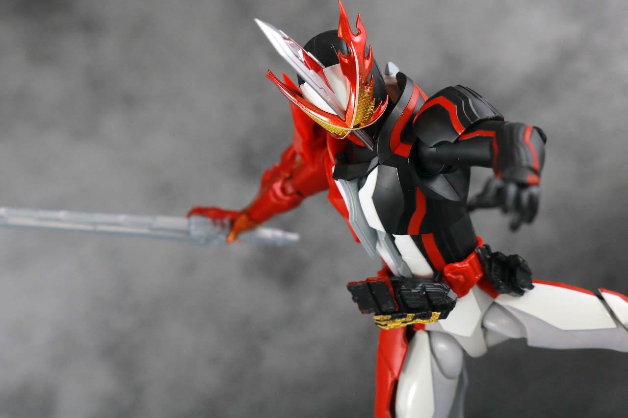 S.H.フィギュアーツ 仮面ライダーセイバー ブレイブドラゴン レビュー アクション
