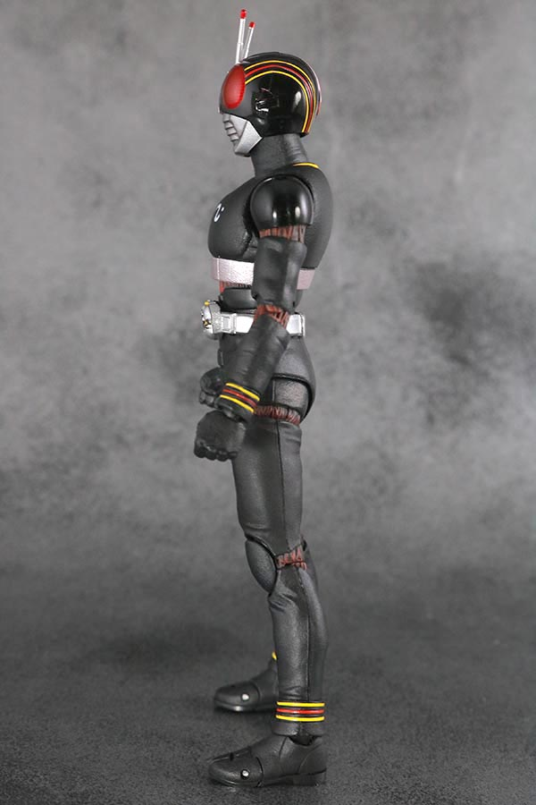S.H.フィギュアーツ 仮面ライダーブラック BLACK 真骨彫製法 レビュー 本体