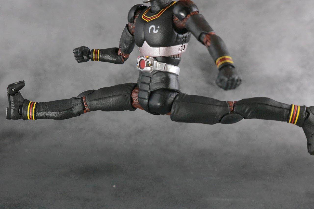 S.H.フィギュアーツ 仮面ライダーブラック BLACK 真骨彫製法 レビュー 可動範囲