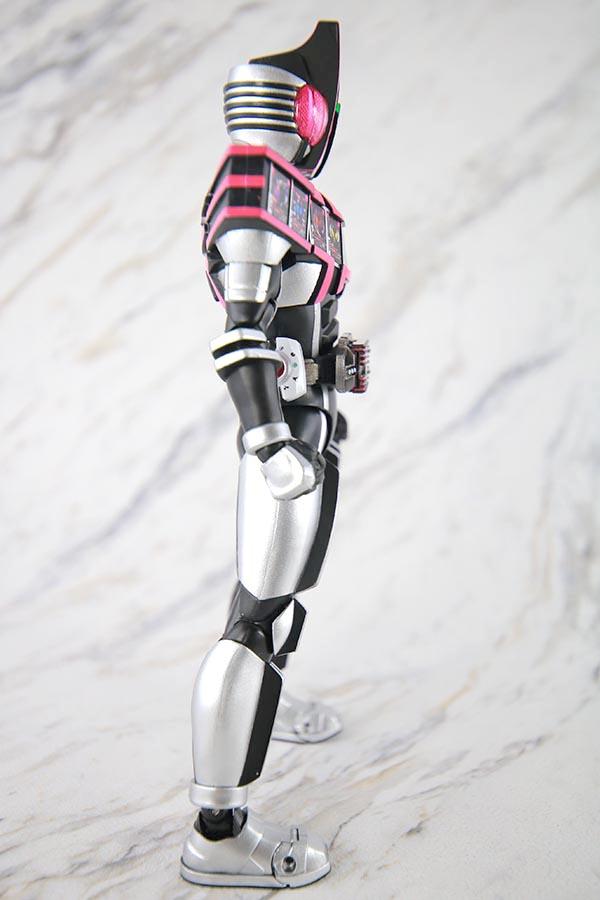 S.H.フィギュアーツ 仮面ライダーディケイド コンプリートフォーム 真骨彫製法 レビュー 本体