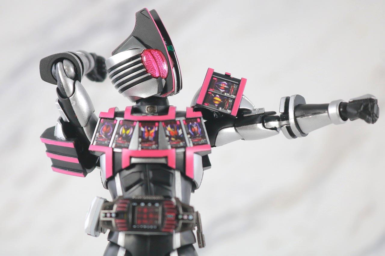 S.H.フィギュアーツ 仮面ライダーディケイド コンプリートフォーム 真骨彫製法 レビュー 可動範囲