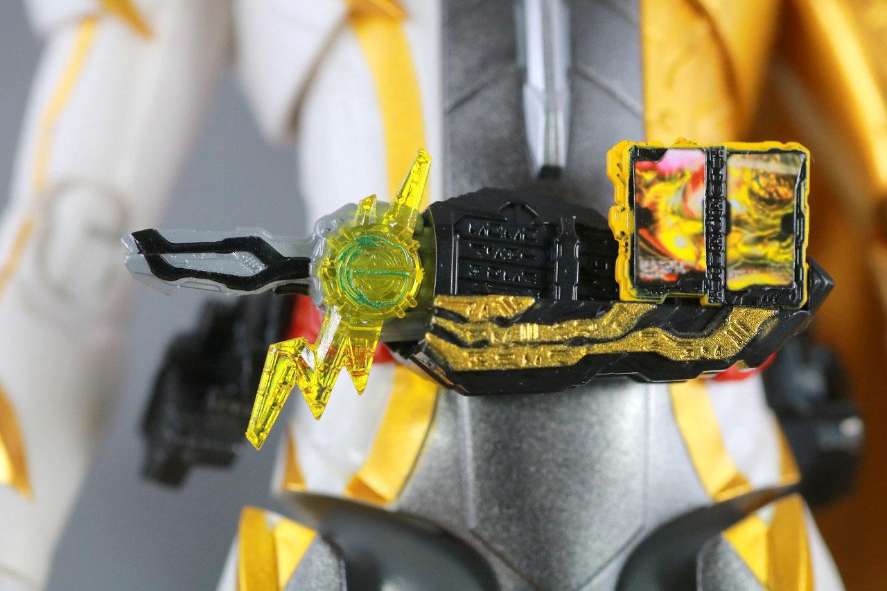 S.H.フィギュアーツ 仮面ライダーエスパーダ ランプドアランジーナ レビュー 雷鳴剣黄雷 納刀