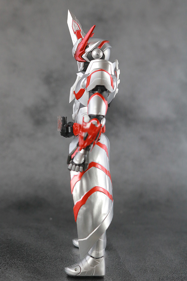 S.H.フィギュアーツ 仮面ライダーセイバー ドラゴニックナイト レビュー 本体