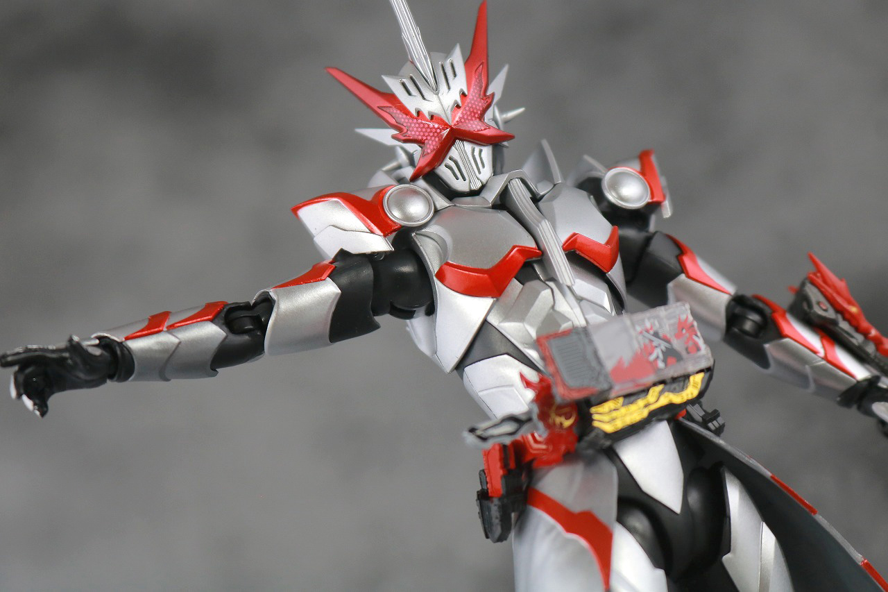S.H.フィギュアーツ 仮面ライダーセイバー ドラゴニックナイト レビュー アクション