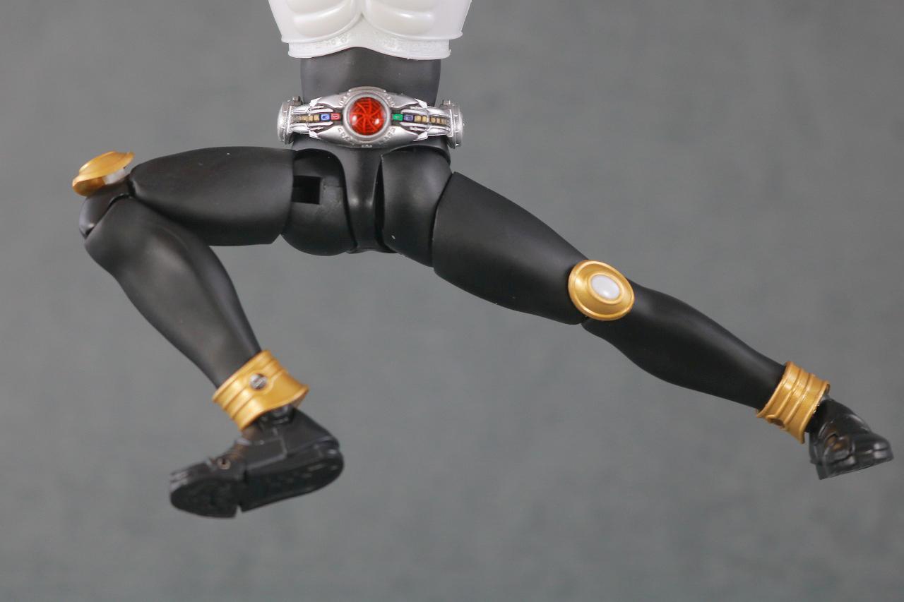 S.H.フィギュアーツ 仮面ライダークウガ グローイングフォーム 真骨彫製法 レビュー  可動範囲